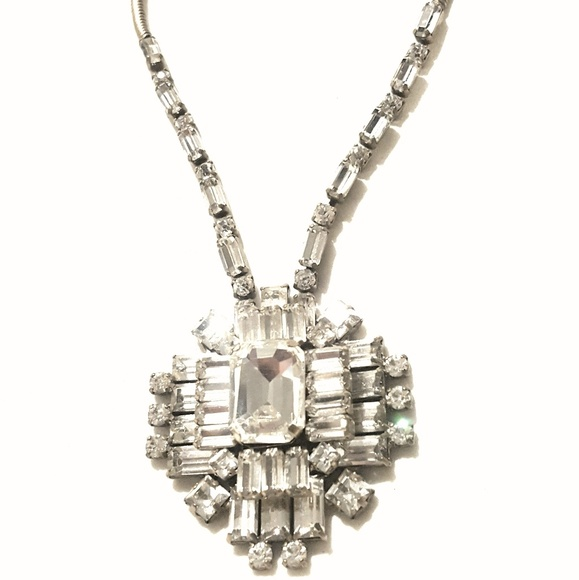 Jewelry - Elegant Silver Crystal Statement Necklace